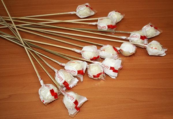 Сделать букет из конфет рафаэлло