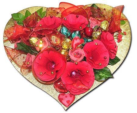 Нежный букет из розовых гвоздик, хризантемы и декоративной зелени.