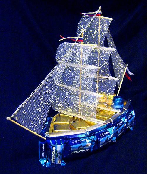 Корабль своими руками из конфет