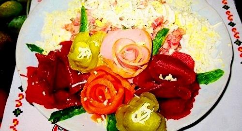 Украшение салатов - YouTube.