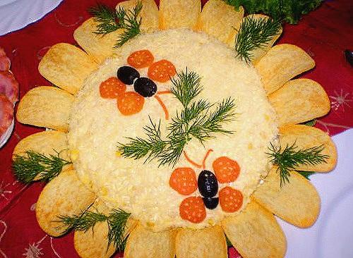 салаты к праздничному столу рецепты. острые салаты на новый год.