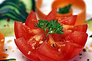 Украшение для салата из помидор