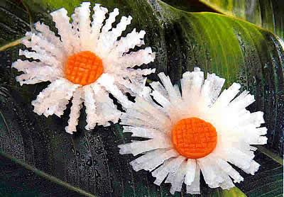http://supercook.ru/decoration/images-decoration/romashka-karving-00.jpg