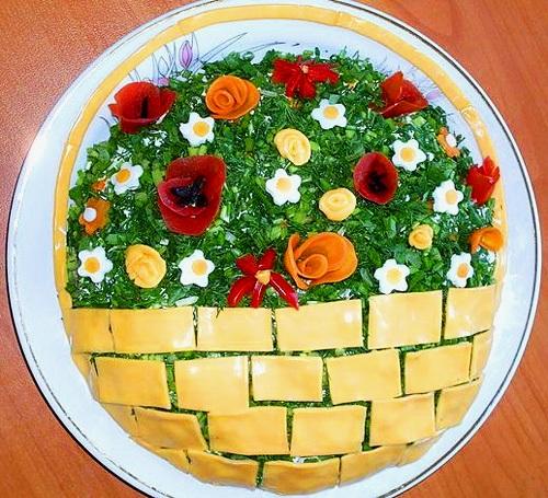 Салат (Фельд или другая свежая зелень: петрушка и т.д. для украшения).  Сыр твердый - 200 грамм.