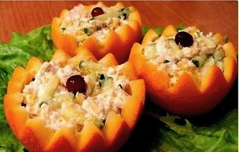 Суп рыбный с сыром.  Апельсиново - манговое сорбе.  Салат из морковки и ананасов.