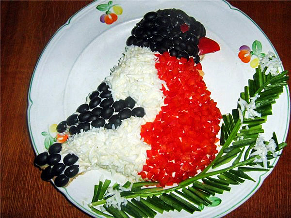 или тортик. вот еще. как можно оформить салаты.