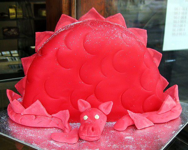 """Пряничное тесто. и. Примеры оформления торта  """"Дракон """" См. стр."""