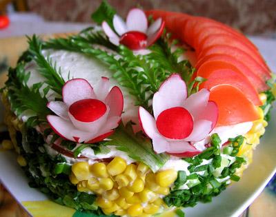 Украшение салатов - правила и идеи.