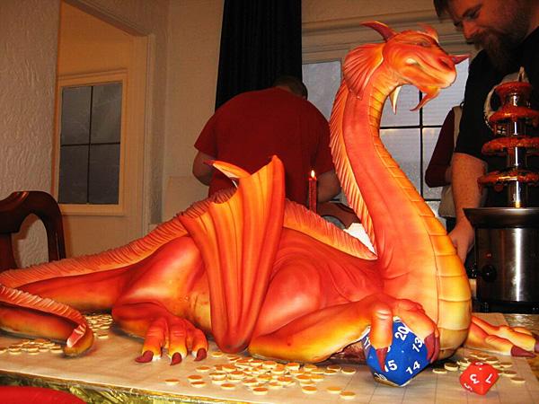 Очень красивый торт в виде дракона.