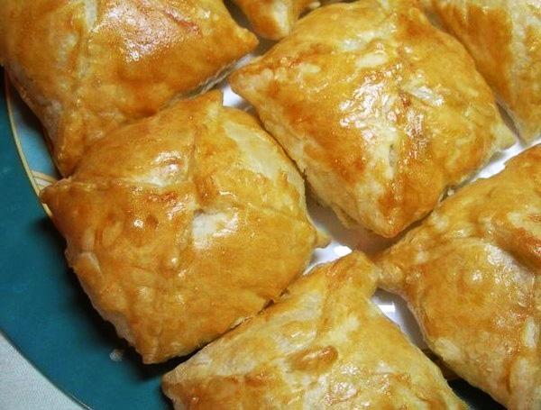 Слоеное тесто с сыром и курицей с пошагово