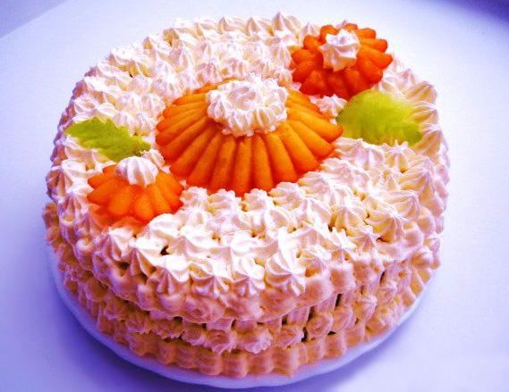 Можно ли украсить торт взбитыми сливками