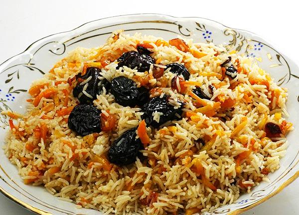 Рисовая каша с курагой, черносливом и орехами