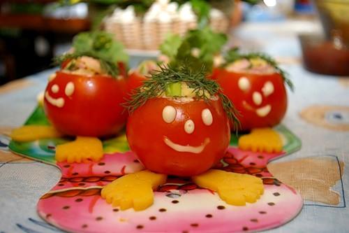 ...наткнулась на сайт с очень прикольными идеями оформления разных блюд.