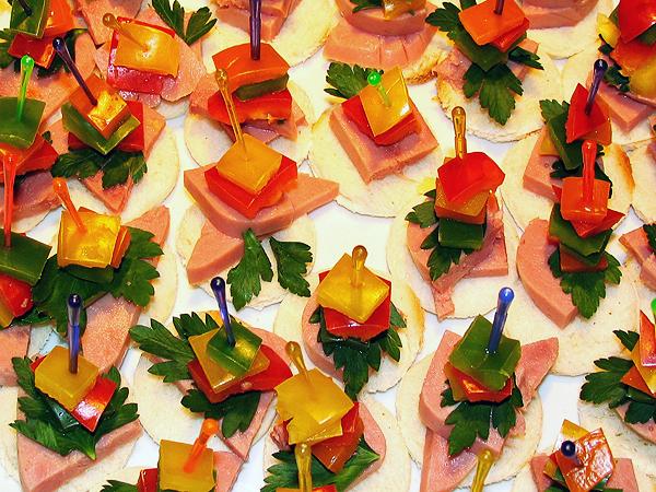 Канапе на новый год. рецепты бутербродов и канапе для новогоднего стола 2015.