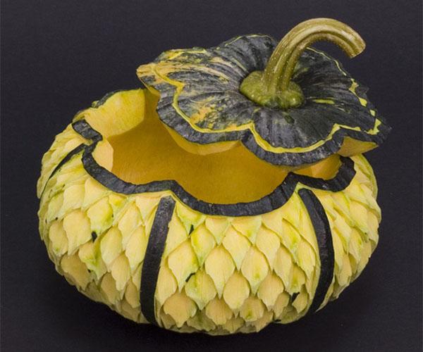 Для тех, кто не знает: карвинг - это вырезание по овощам и фруктам.