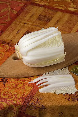 Хризантема из пекинской капусты: съедобный букет на праздничный стол