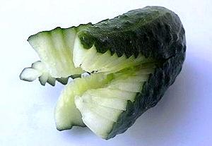 تعلمي تزيين الخضر بالصور ogurec-cvetok-02.jpg