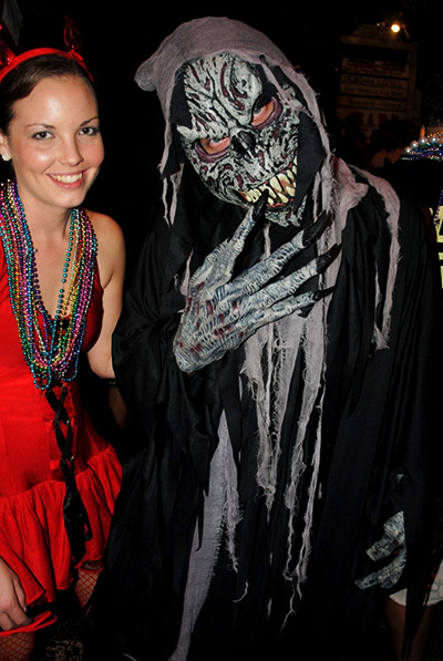 halloween kostyum 04c - Как сделать костюм таракана своими руками