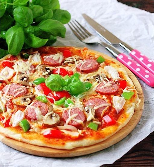 рецепт пиццы классической с шампиньонами и сосиськами