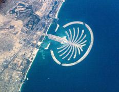 Новое чудо света восходит пальмой в Персидском заливе