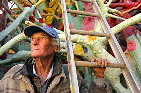 Леонард Найт строит мир, который его соотечественники не берутся правильно интерпретировать (фото K.C. Alfred/Union-Tribune с сайта signonsandiego.com).