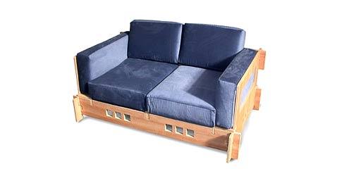 Не сказать, чтоб эта двухместная софа от Slot Furniture стоила дёшево- почти $500. Зато собирается без инструментов (фото с сайта slotfurniture.com).